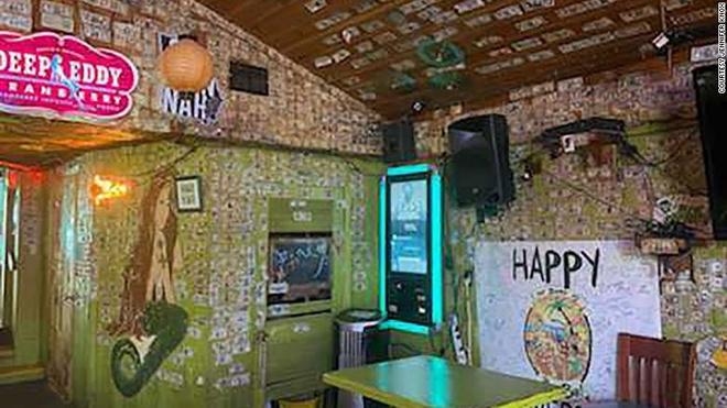 Chu quan bar tang hon 4.000 USD tien le cho nhan vien dang that nghiep hinh anh 3 200408203944_04_the_sand_bar_tybee_island_exlarge_169.jpg