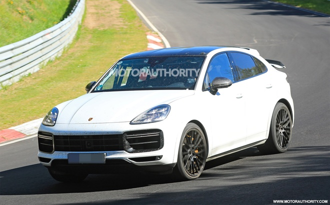 Porsche Cayenne Coupe 2022 lo dien tren duong chay thu anh 1