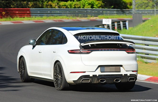 Porsche Cayenne Coupe 2022 lo dien tren duong chay thu anh 3