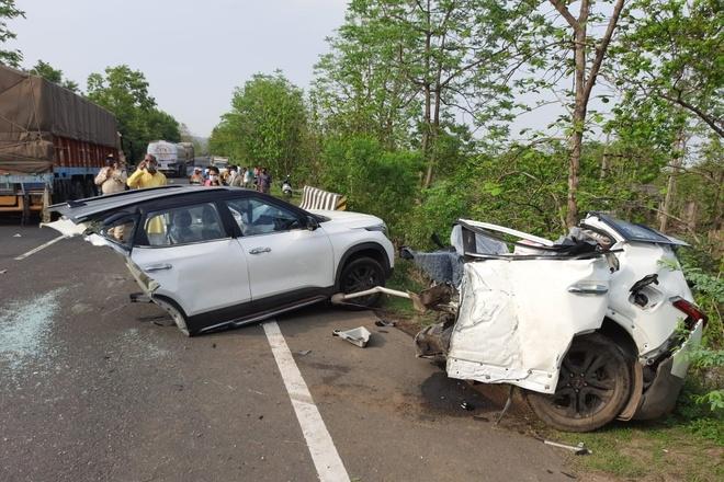Kia Seltos gãy đôi sau vụ tai nạn