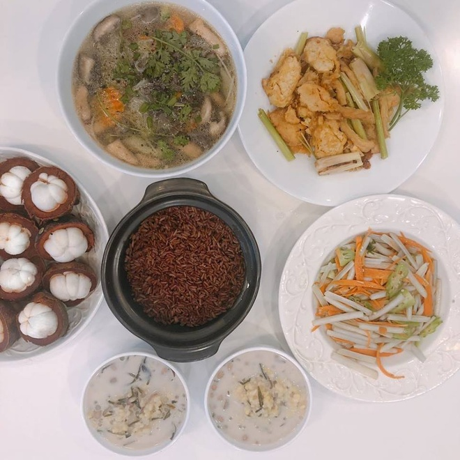 Angela Phuong Trinh ke chuyen an chay truong hinh anh 2