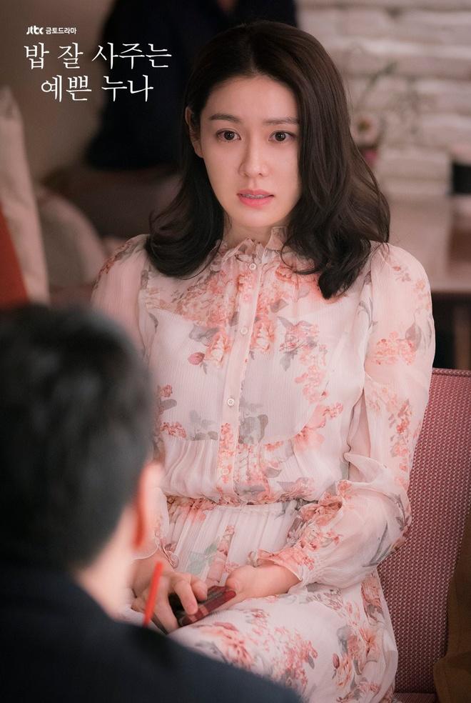 Song Hye Kyo, Son Ye Jin deu me man vay hoa hot nhat mua he hinh anh 4