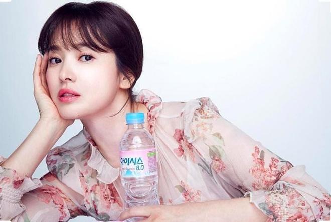 Song Hye Kyo, Son Ye Jin deu me man vay hoa hot nhat mua he hinh anh 1