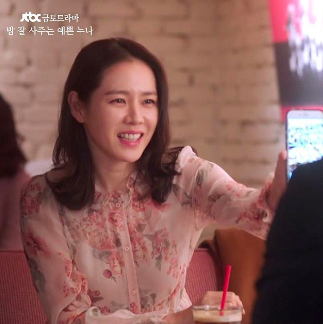 Song Hye Kyo, Son Ye Jin deu me man vay hoa hot nhat mua he hinh anh 5