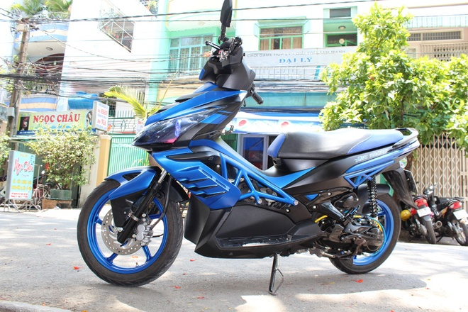 Honda Air Blade do cam hung mo to Ducati hinh anh