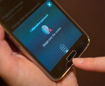Lua chon smartphone mo khoa bang van tay hinh anh