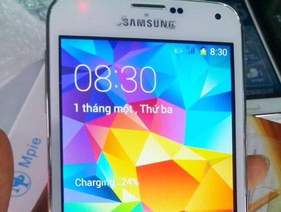 Samsung Galaxy S5 nhai duoc rao ban o at tren mang hinh anh