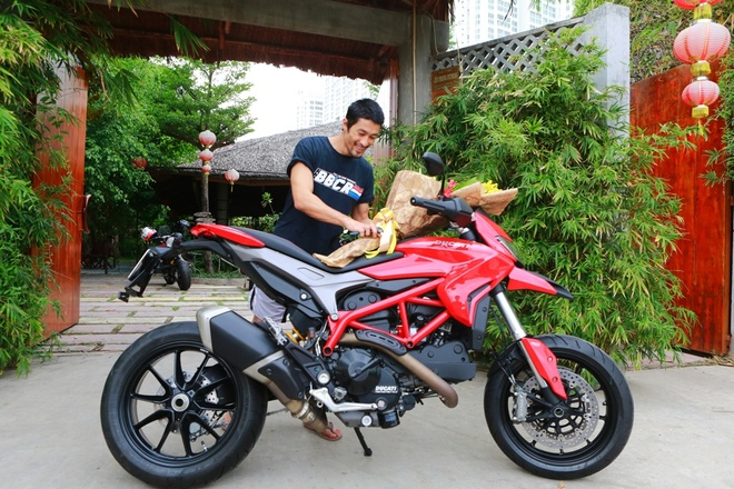 Johnny Tri Nguyen tau xe Ducati gia hon 400 trieu hinh anh