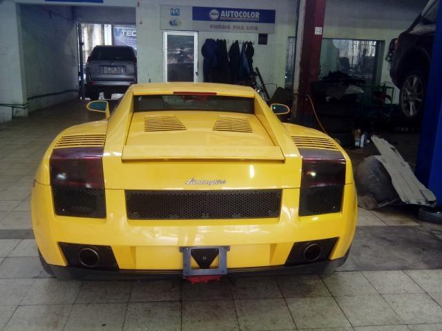 Lamborghini Gallardo Cũ Gia Ngang Toyota Camry Tại Ha Nội Sieu Xe