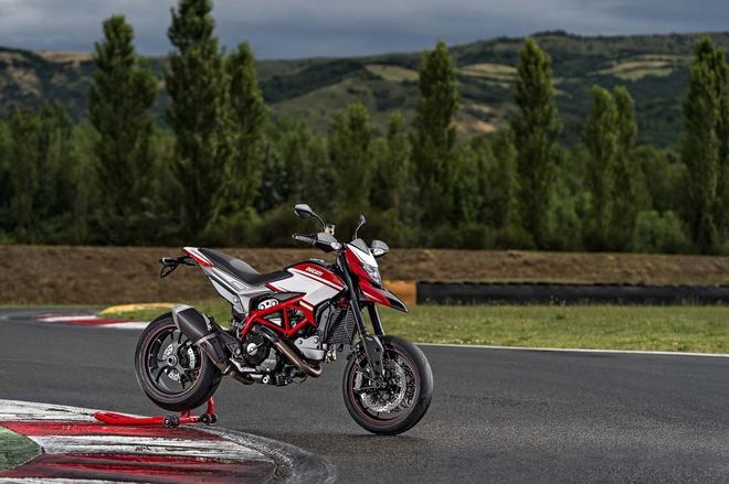 Ducati Hypermotard SP 2015 them mau sac moi hinh anh