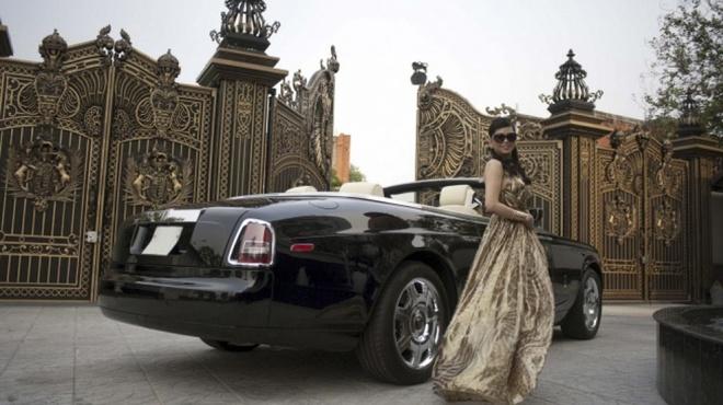 4 nu dai gia Viet di Rolls–Royce bien so dep hinh anh