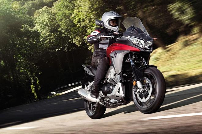 Honda trinh lang mo to VFR800X phien ban 2015 hinh anh