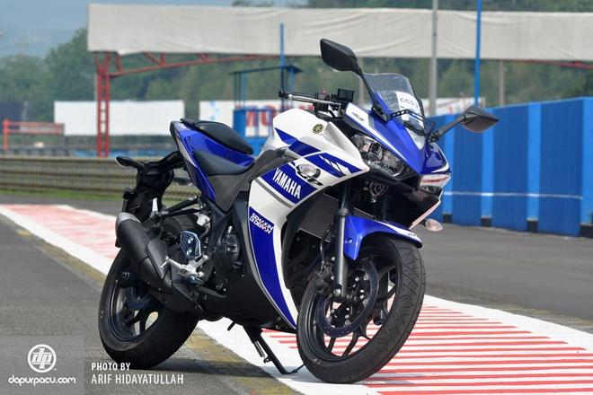 CBR250R 'hut hoi' truoc Kawasaki Ninja 250R va Yamaha R25 hinh anh 1 Mặc dù ra đời sau, nhưng Yamaha R25 đang tỏ ra lấn lướt so với các đối thủ cùng phân khúc.