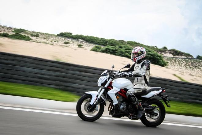 Chay thu Benelli BN302: 'Manh thu' naked bike co nho hinh anh