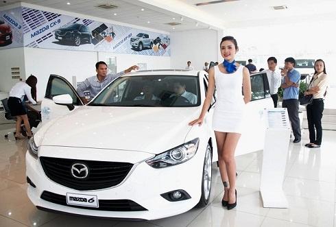 Ap luc doanh so, nhan vien ban xe 'bo' cho khach hinh anh 1 Nhiều hãng xe sẵn sàng lôi kéo khách hàng bằng các chiêu thức của mình.