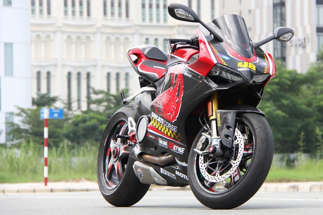 1199 Panigale S Tricolore do doc tu ban tay tho Viet hinh anh