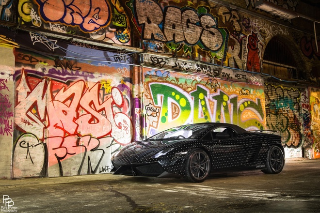 Lamborghini Gallardo Performante huyen ao tren duong pho dem hinh anh