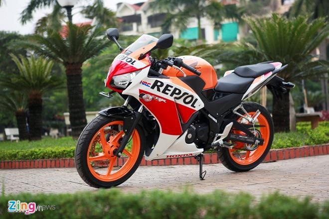 Loat xe con tay duoi 175 phan khoi moi ban tai VN nam 2014 hinh anh 10 Honda CBR150R 2015 trang bị đèn pha đôi