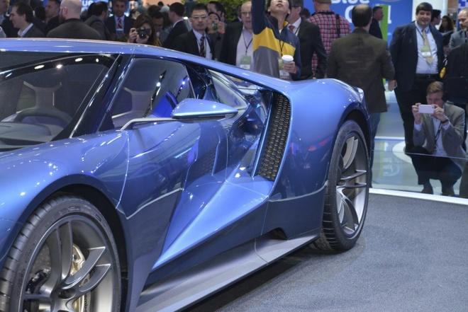 Ford GT bat mat voi dien mao hoan toan moi hinh anh 5 Trang bị an toàn cho xe là hệ thống phanh đĩa gốm carbon và nhiều tính năng  khác.