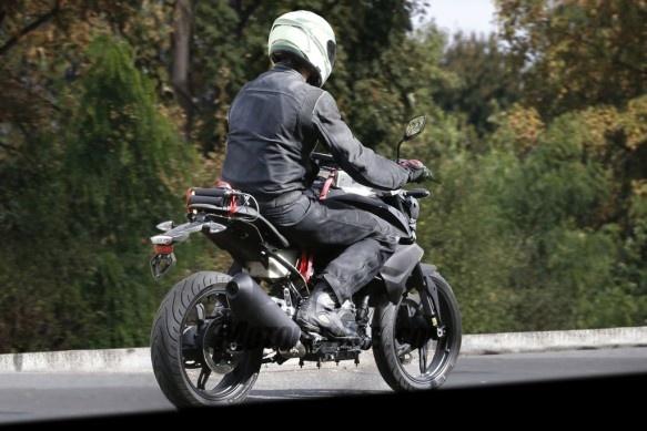 Naked bike co nho cua BMW xuat hien tren duong chay thu hinh anh