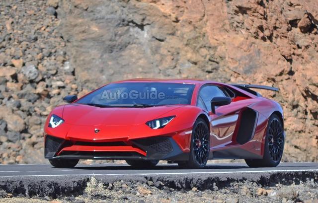 Lamborghini Aventador SV lo anh chay thu hinh anh