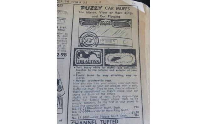 10 do choi xe hoi ky quac nhat trong lich su hinh anh 2 Fuzzy Car Muffs xếp ở vị trí thứ hai với mục đích thực sự điên rồ! Thời tiết lạnh khiến ai cũng muốn quàng khăn, đeo găng nhưng sẽ khá kỳ cục khi cũng quan tâm chiếc ôtô đến mức như vậy. Song, nếu ai có ý định đó thì Fuzzy Car Muffs là những bọc bằng lông quàng vào gương, kính hay các vật dụng khác trên xe!