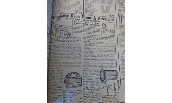 10 do choi xe hoi ky quac nhat trong lich su hinh anh 5 Xếp ở vị trí thứ 5 là thiết bị thu phát sóng trên ôtô. Đây được coi là tiền đề cho cuộc cách mạng điện thoại thông minh trên xe hơi ngày nay. Với thiết bị thô sơ này vào những năm 60, xe ôtô mới có thể thuận tiện hơn trong việc liên lạc hoặc thu phát sóng radio trong bán kính 10 dặm (16km).