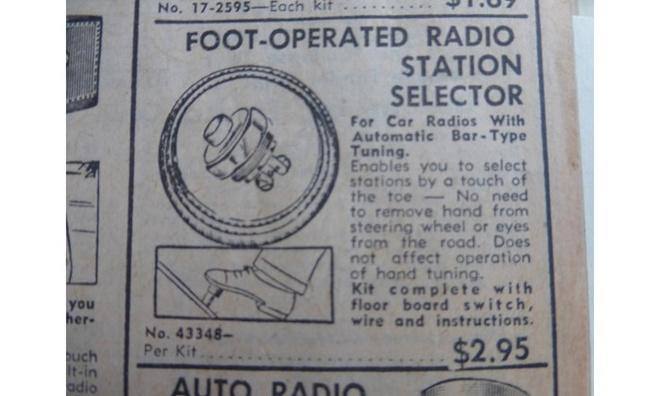 10 do choi xe hoi ky quac nhat trong lich su hinh anh 7 Cũng liên quan tới chân, nếu ai đó không muốn hai tay rời khỏi vô lăng thì có thể tìm tới hệ thống điều khiển radio trên xe bằng… chân.