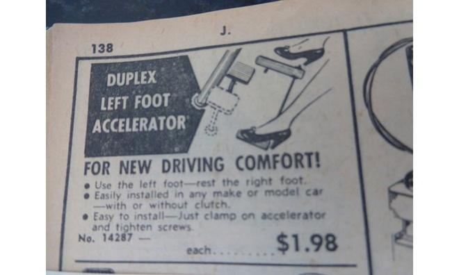 """10 do choi xe hoi ky quac nhat trong lich su hinh anh 8 Với slogan """"Hãy để chân phải nghỉ"""", dụng cụ này được quảng cáo là có thể mang tới cảm giác lái xe thoải mái cho những ai thuận chân trái."""