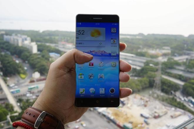 Smartphone Trung Quoc bat dau ro trao luu khong vien hinh anh 3 Ảnh rò rỉ của OPPO R7.