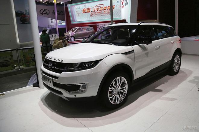 Nhung mau oto nhai trang tron cua cac hang xe Trung Quoc hinh anh 2 Hãng xe sang Land Rover chắc hẳn sẽ phát ngán với sản phẩm LandWind X7. Mẫu xe xuất xứ từ Trung Quốc mang kiểu dáng không khác biệt với chiếc Range Rover Evoque của Land Rover. Dù ngoại thất không có sự khác biệt, nhưng nội thất của LandWind X7 không thể nào sánh được với mẫu xe sang đến từ Anh Quốc.