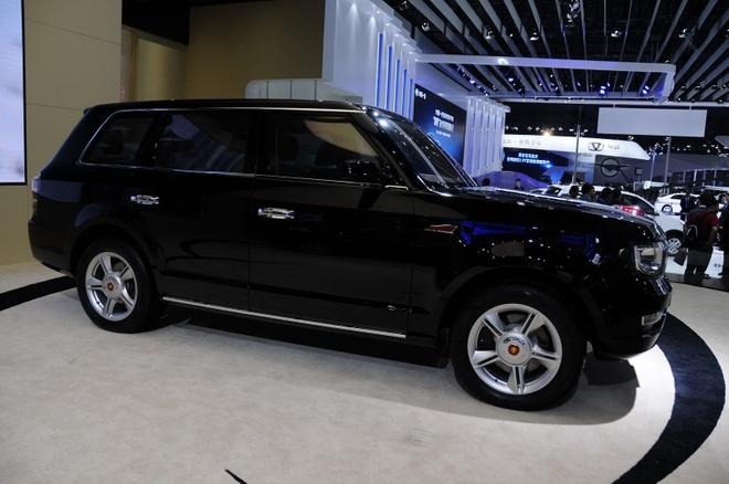 Nhung mau oto nhai trang tron cua cac hang xe Trung Quoc hinh anh 4 Thêm một mẫu xe sang Land Rover bị làm nhái tại Trung Quốc. Chiếc Hongqi LS5 không tên tuổi của hãng xe trung Quốc mang kiểu dáng không khác biệt nhiều so với mẫu Range Rover đến từ Anh Quốc. Bên cạnh đó, phần đầu xe của mẫu xe Trung Quốc còn có sự lai tạo kiểu dáng của chiếc Jeep Grand Cherokee.