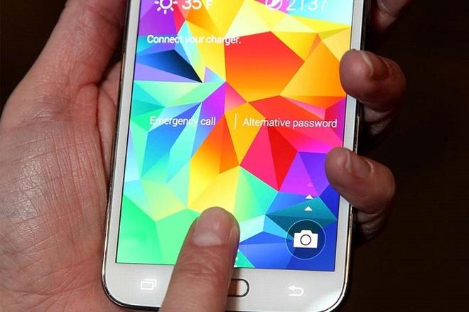 Galaxy S5 dinh loi bao mat, giup hacker sao chep van tay hinh anh