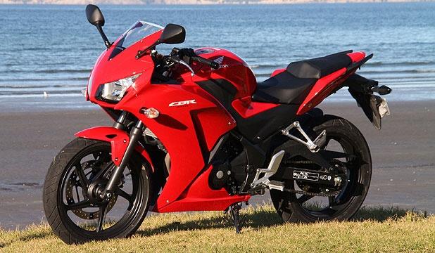 Mẫu sportbike 300 phân khối của Honda sở hữu thiết kế khác biệt so với những chiếc CBR250R trước đó. Ảnh: Stuff.