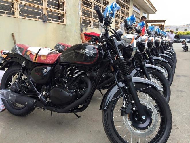 Moto 250 phan khoi Kawasaki dang co dien ve Ha Noi hinh anh