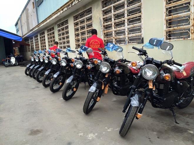 Moto 250 phan khoi Kawasaki dang co dien ve Ha Noi hinh anh 1 Loạt xe Kawasaki Estrella 250 được đưa về Hà Nội. Ảnh: M.T