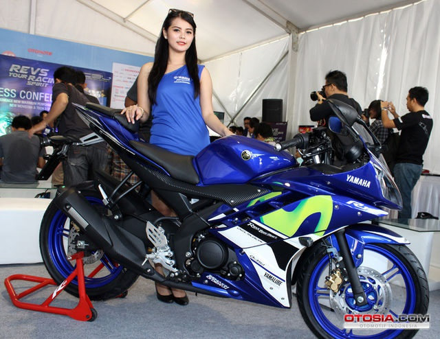 Bo 3 Yamaha dac biet mang mau son MotoGP 2015 hinh anh