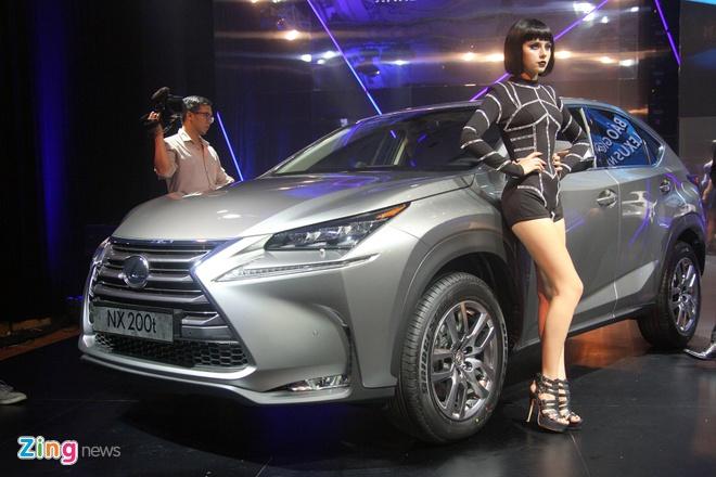 Xe được bán tại Việt Nam với các màu sắc trắng, bạc, xám, đen, đỏ và xanh.