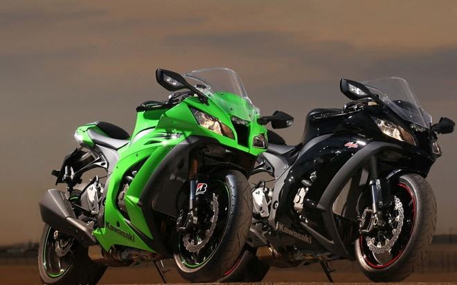 """10 sieu moto dang mua nhat 2015 hinh anh 5 Kawasaki ZX-10R cũng là một trong những siêu môtô đình đám nhất trên thế giới. Mẫu xe của Kawasaki được nhiều tay lái đánh giá là một """"chú ngựa khó thuần"""", đặc biệt là những biker còn non kinh nghiệm. ZX-10R sở hữu động cơ 4 thì, 4 xi-lanh, dung tích 998 phân khối, làm mát bằng dung dịch, công suất 160 mã lực tại 11.650 vòng/phút và mô-men xoắn cực đại 99,5 nm tại 11.030 vòng/phút. Ảnh: Vehiclein"""