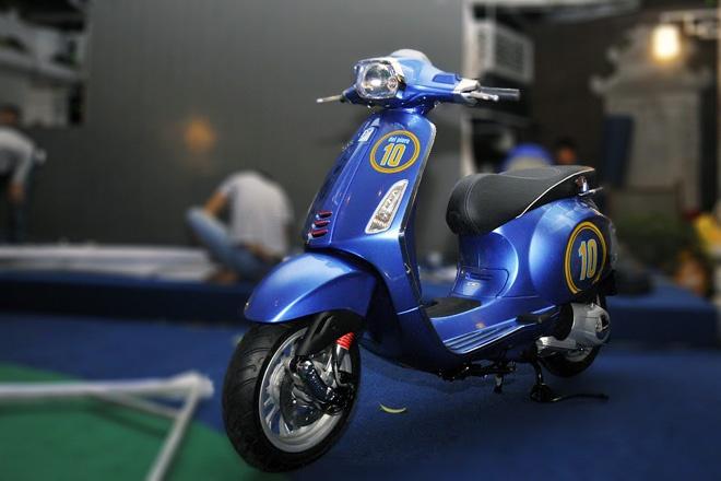 Vespa Sprint phien ban Del Piero doc nhat gia 350 trieu dong hinh anh