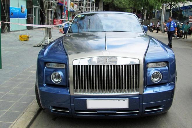 Xe mui tran sieu sang Rolls-Royce tren pho Sai Gon hinh anh