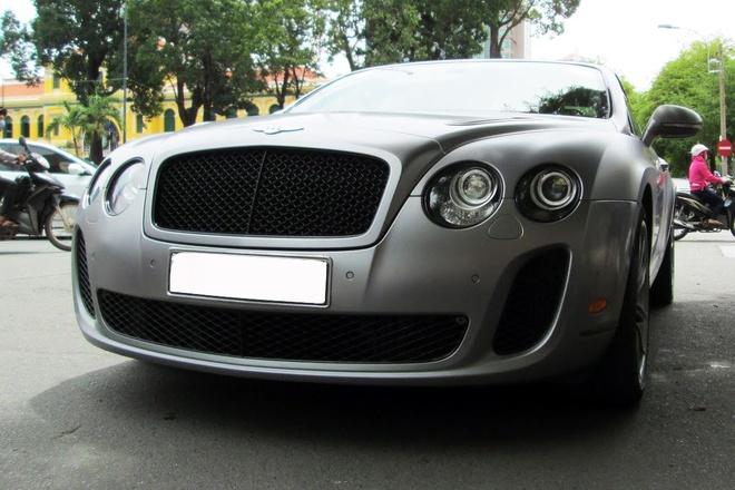Xe sieu sang mui tran Bentley hiem tai Sai Gon hinh anh 5 Một trong những phiên bản đó có mặt tại TP HCM. Sản phẩm này dạo quanh nhiều đường phố trung tâm, gây chú ý cho nhiều người.