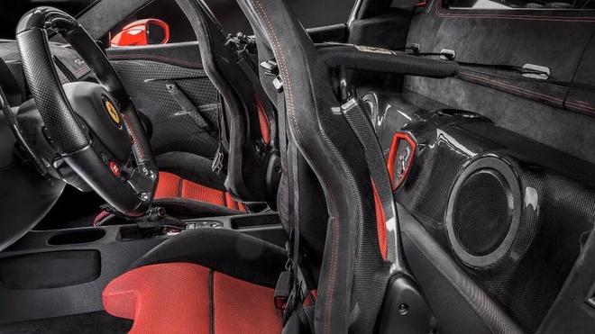 Sieu xe Ferrari 458 Speciale do dan am thanh cao cap hinh anh