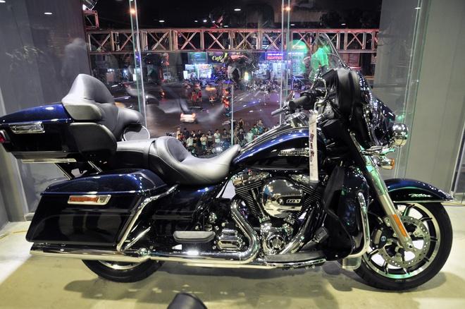 Harley-Davidson mo showroom lon nhat Dong Nam A tai Ha Noi hinh anh