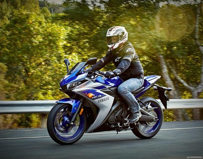 10 moto duoi 500 phan khoi duoc yeu thich nhat hinh anh 1 Yamaha YZF-R3 là mẫu sportbike dành cho thị trường châu Âu, trong khi đó tại châu Á hãng xe Nhật Bản tung ra phiên bản YZF-R25. Được thiết kế lấy cảm hứng từ những siêu mô tô đình đám khác của hãng. Sportbike của hãng xe Nhật Bản sử dụng động cơ xi-lanh đôi, dung tích 321 phân khối. Tại thị trường Anh, YZF-R3 có giá khoảng 4.799 bảng.