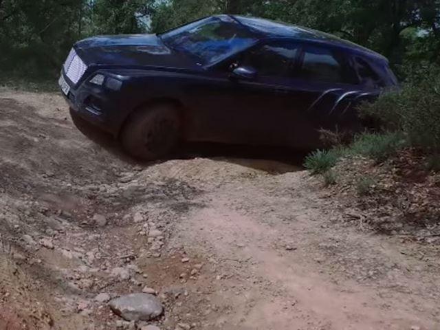 Xe sieu sang Bentley tro tai off-road hinh anh