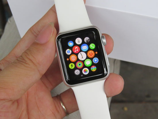 Vi sao nguoi Viet rut re sam smartwatch? hinh anh