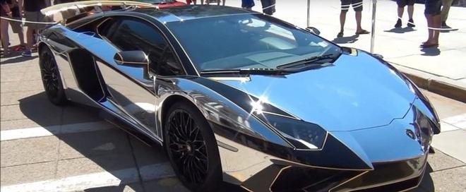 Lamborghini Aventador SV trong bo canh chrome sang bong hinh anh