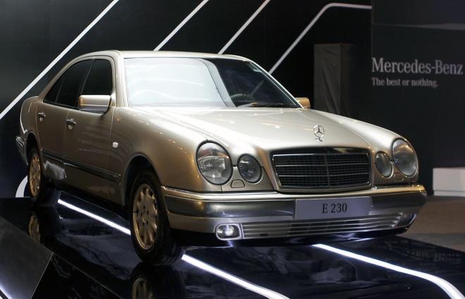 E230 - chiec sedan co nhat cua Mercedes-Benz Viet Nam hinh anh