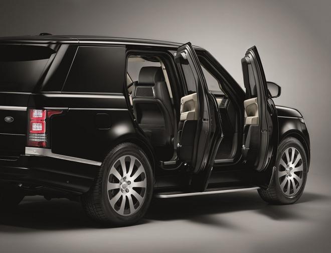 Range Rover Sentinel - SUV chong dan hang sang hinh anh 3 Range Rover Sentinel được sản xuất thủ công, có khả năng chịu những cuộc tấn công bằng đạn cỡ 7,62 mm và có khả năng chịu vụ nổ sinh ra từ 15 kg TNT và vụ nổ của lựu đạn DM51, dù xảy ra dưới gầm xe hay trên mui xe.